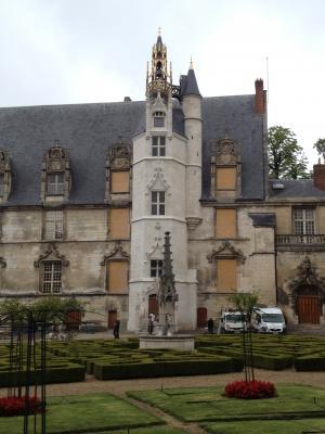 Musée de Beauvais (60) - Tour de l'horloge surmontée d'un campanile